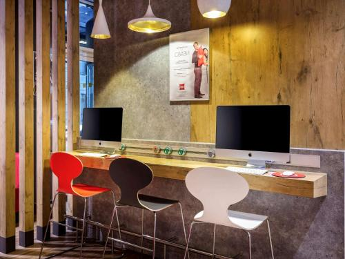 A television and/or entertainment center at Ibis Moscow Centre Bakhrushina