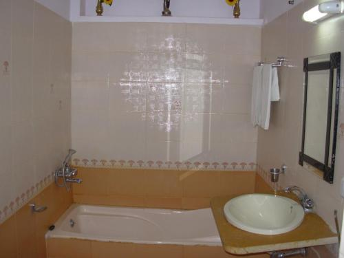 A bathroom at Hotel Imperial