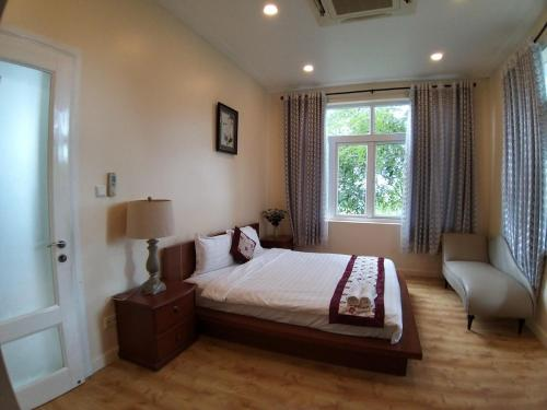 A bed or beds in a room at Villa Mui Ne Phan Thiet SeaView