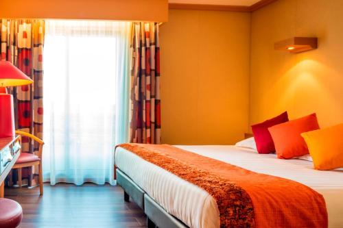 Un ou plusieurs lits dans un hébergement de l'établissement Hôtel Spa du Beryl