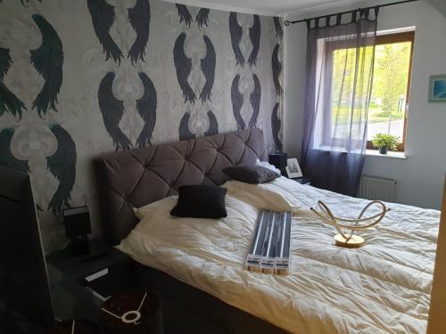 A bed or beds in a room at Dorfkrug Grabau