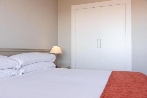 A bed or beds in a room at Pato Rojo