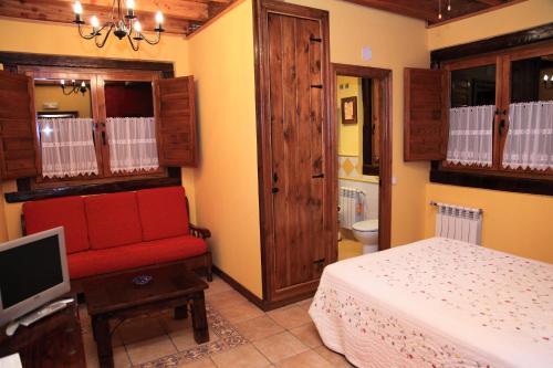 سرير أو أسرّة في غرفة في Posada la Vieja Escuela