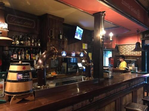 El salón o zona de bar de H Rural Chamouco