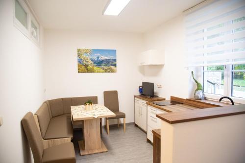 Ein Sitzbereich in der Unterkunft Ferienwohnung Heimberger - Appartement 2