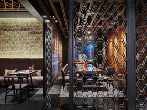 A restaurant or other place to eat at New World Beijing Hotel