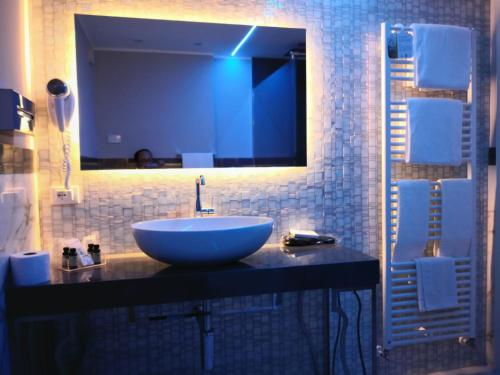A bathroom at Hotel Campo Marzio