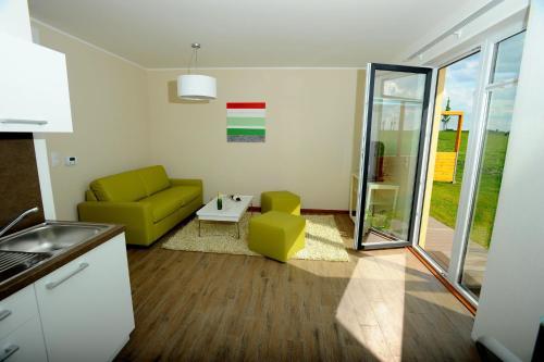 Гостиная зона в Black Bridge Hotel Apartment