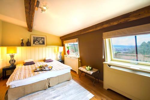 Un ou plusieurs lits dans un hébergement de l'établissement Chateau-Hotel De Belmesnil