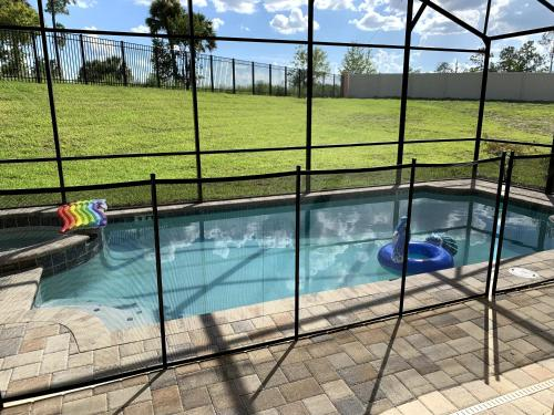 The swimming pool at or close to 9br, 7ba, 12 min to Disney, Corner House, Great Privacy, Game Room, Swimming Pool
