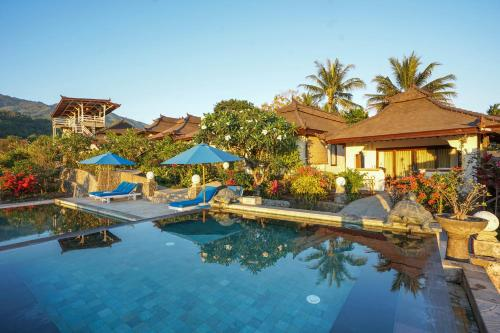 The swimming pool at or near Rinjani Lodge