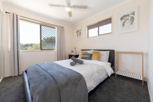 A bed or beds in a room at Affordable Family Getaway