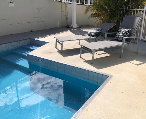 The swimming pool at or near Matador Motor Inn
