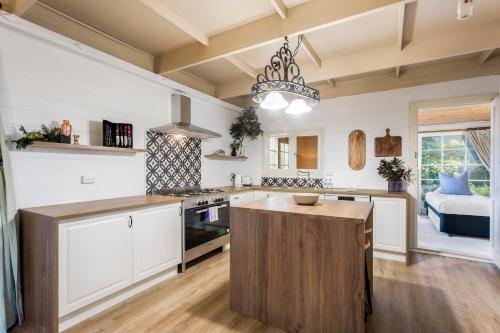 A kitchen or kitchenette at Tasmania Frankford Road