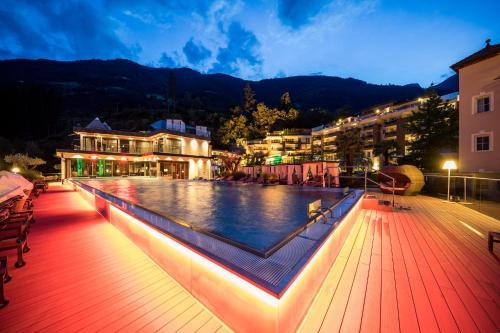 Het zwembad bij of vlak bij Quellenhof Luxury Resort Passeier