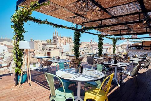 A restaurant or other place to eat at Es Princep - The Leading Hotels of the World