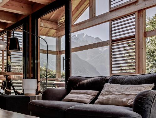 A seating area at Chalet lux et Design