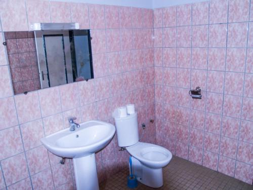 A bathroom at SAFFANA hôtel