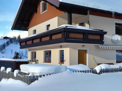 Ferienhaus Almfrieden v zimě