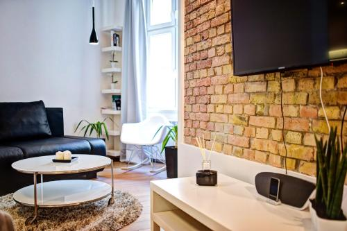 A television and/or entertainment centre at Apartament Centrum HGa - Wierzbowa