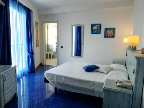 A bed or beds in a room at Blue Moon Hotel