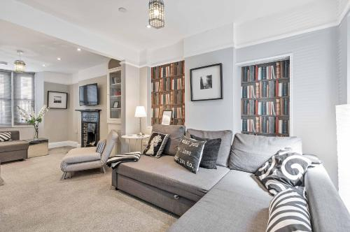 Central Pier Place - Large Group House - 20 metres from the Pier and beach