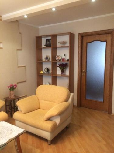 Uma área de estar em VIP Molocan Garden - Old city, Founatain square, Nizami street area apartment
