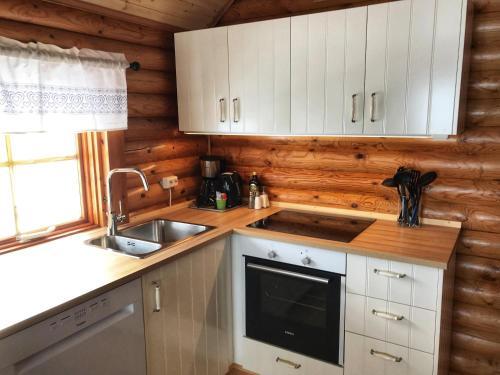 A kitchen or kitchenette at Brimnes Bungalows