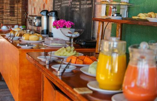 Opciones de desayuno para los huéspedes de Pousada Ponta Da Pedra