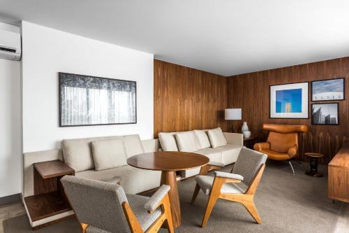 Uma área de estar em Nomaa Hotel