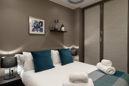 A bed or beds in a room at Mirabilis Apartments - Bayham Street