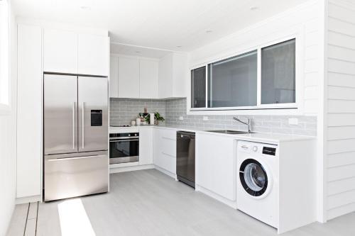 A kitchen or kitchenette at Swell Kiama