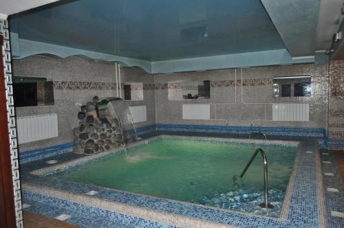 Бассейн в Отель Маяк или поблизости