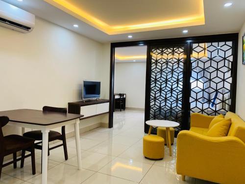 A seating area at Tran Long Hotel