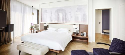 A bed or beds in a room at Andaz Vienna Am Belvedere - a concept by Hyatt