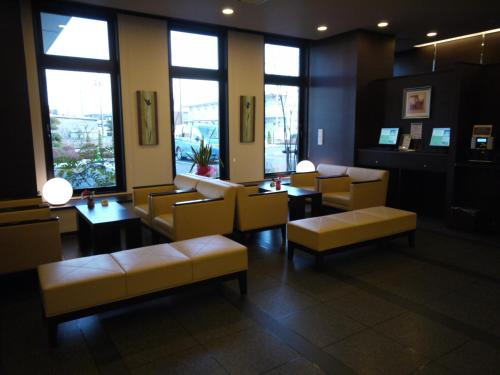 A seating area at Hotel Route-Inn Seki