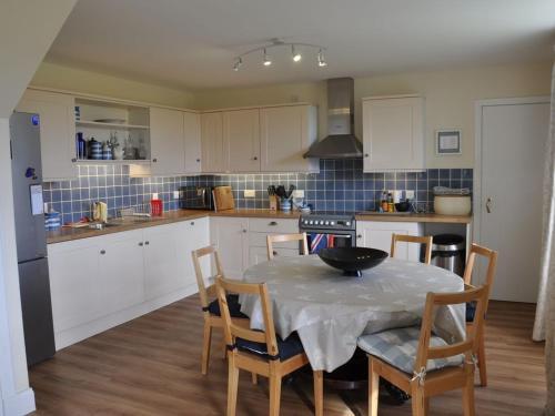 A kitchen or kitchenette at Blackhill Farm Cottage