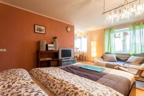 Кровать или кровати в номере Apartments on Prosvesheniya 87/1
