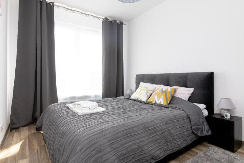 A bed or beds in a room at Warsaw Airport 3-Bedroom Apartment