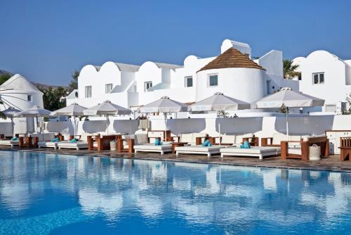 Piscine de l'établissement Nikki Beach Resort & Spa Santorini ou située à proximité