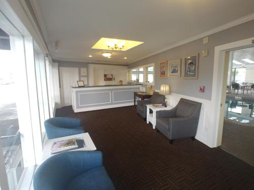 A seating area at Hyannis Travel Inn