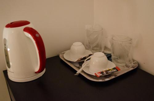 Utensilios para hacer té y café en City Lux Villa