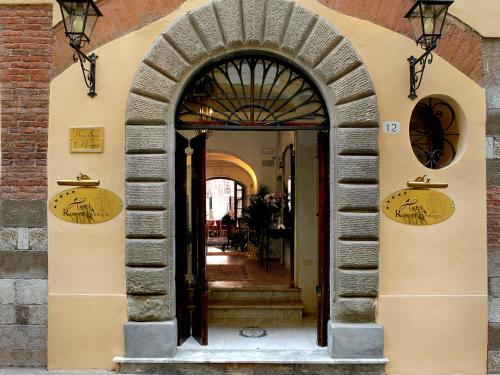 The facade or entrance of Hotel Relais Dell'Orologio