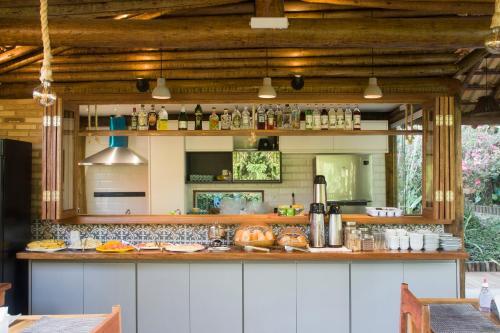 Um restaurante ou outro lugar para comer em Pousada Albatroz