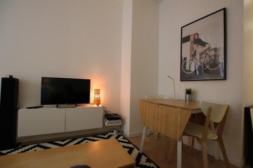 A television and/or entertainment center at Colmar City Center - Quiet Studio ALSACE