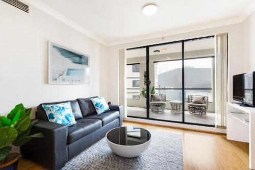 A seating area at Surry Hills Fully Self Contained Modern 1 Bed Apartment (1012ELZ)