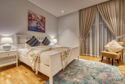 A bed or beds in a room at Two Bedroom Apartment with Balcony in BlueWaters Residence 7 by Deluxe Holiday Homes