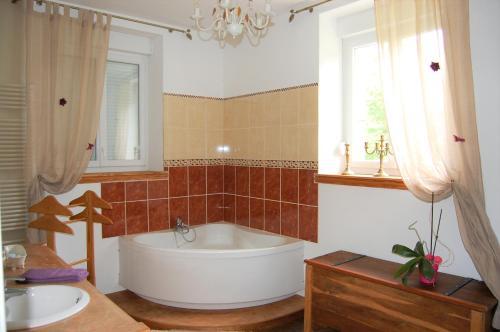 Salle de bains dans l'établissement Château de broyes