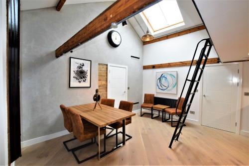 The Loft - Your Apartment