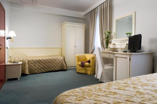 Ein Bett oder Betten in einem Zimmer der Unterkunft Hotel Carlton Capri